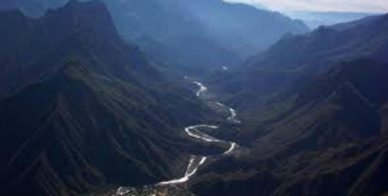 Jales contaminados llegan a la presa Huites