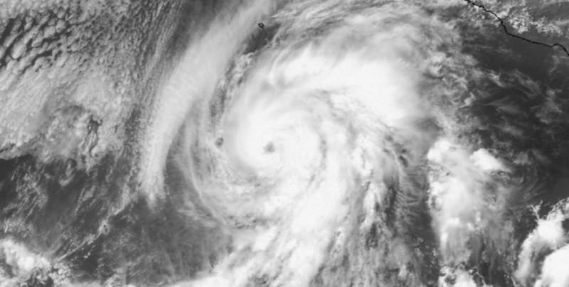 """""""Aletta"""" cobra fuerza y se convierte en huracán"""
