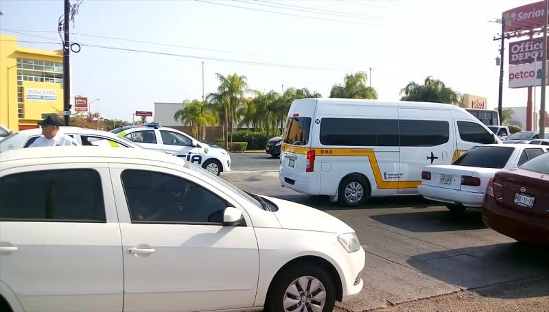 Dialogan autoridades y transportistas sobre bloqueos