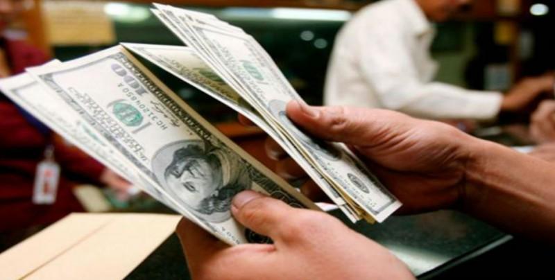 Dólar se vende hasta en 20.96 pesos