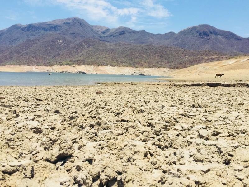 Sigue el temor por agua contaminada en presa Huites por jales derramados