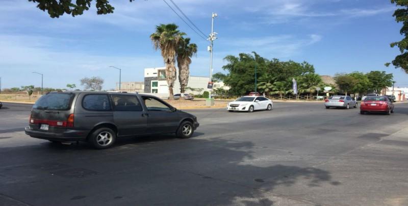 Requiere instalación de semáforos por Miguel Tamayo y Villas del Río
