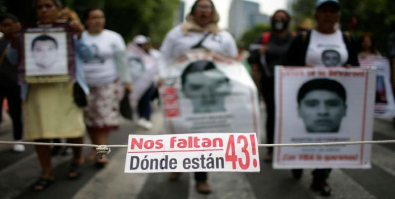 Presunto sicario fotografiaba a sus víctimas, entre los liberados por caso Ayotzinapa