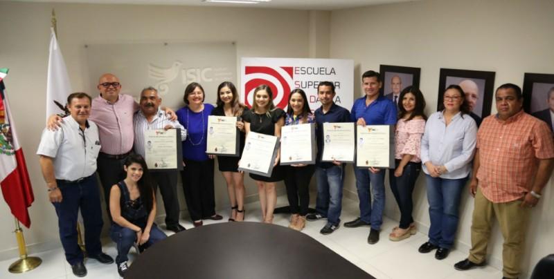 ISIC entrega títulos profesionales de la LDC
