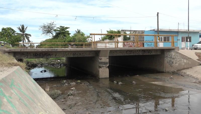 Limpios puntos críticos de canales y arroyos