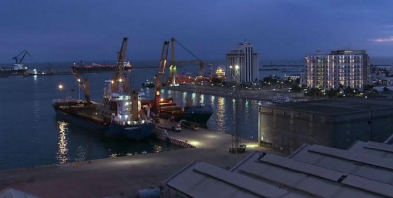 Instalan grúas para descargar buques que arriben al Nuevo Puerto de Veracruz