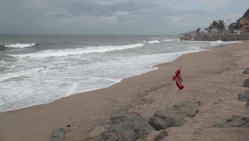 Continúan las playas cerradas