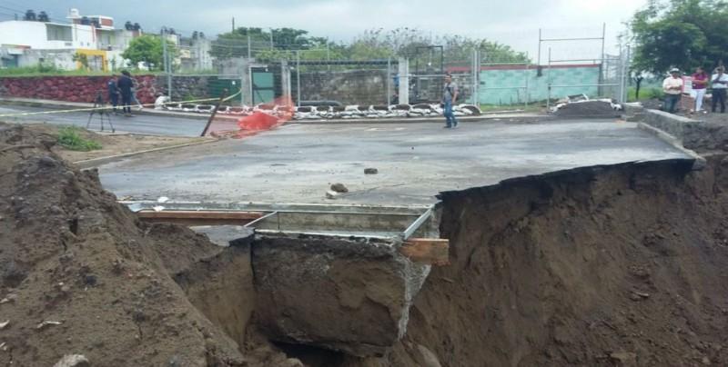 Lluvias causan deslave y socavón en Veracruz