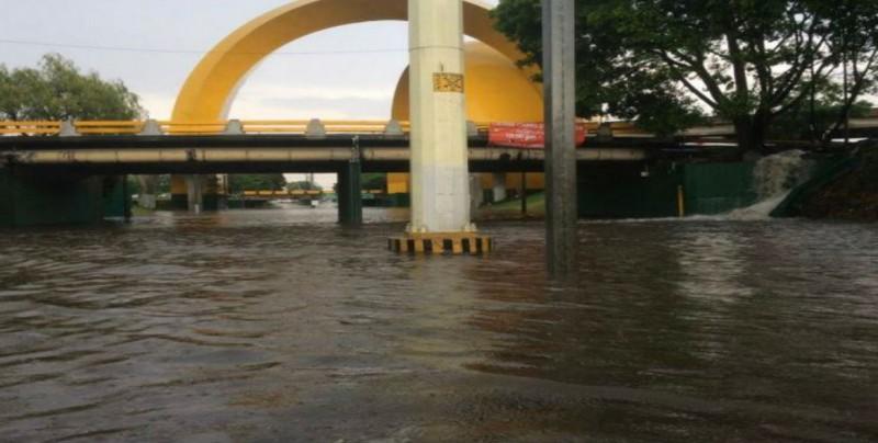 Por segundo día consecutivo, lluvias colapsan vialidades en Guadalajara