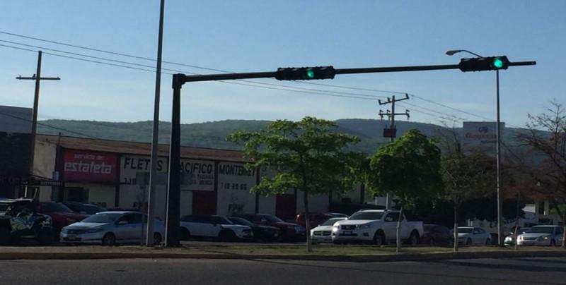 Ya están en función semáforos en bulevar San Ángel y Colegio Militar