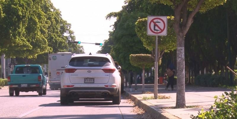 Automovilistas no respetan señalamientos viales