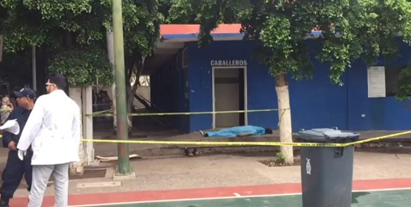 Fallece hombre junto a casilla en Culiacán