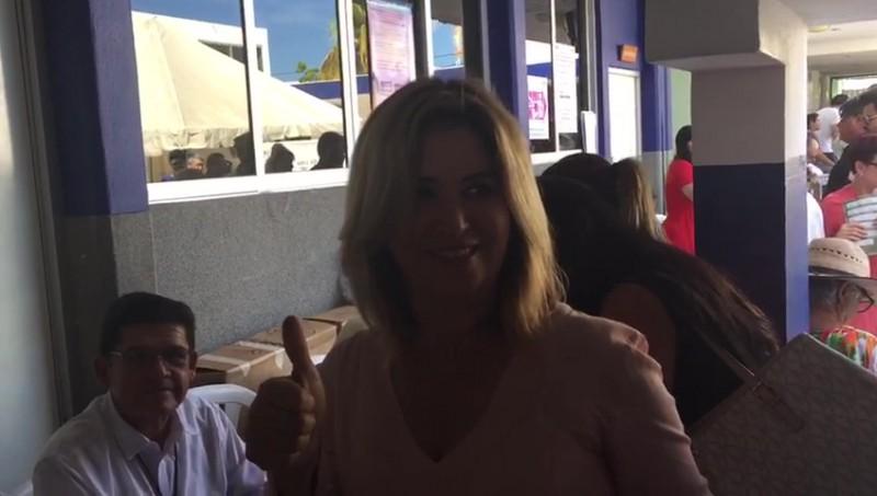 Emite su voto Rosario Torres y denuncia anomalías