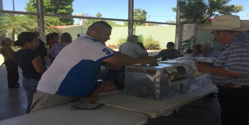 Incrementa afluencia de votantes en las casillas en Navolato