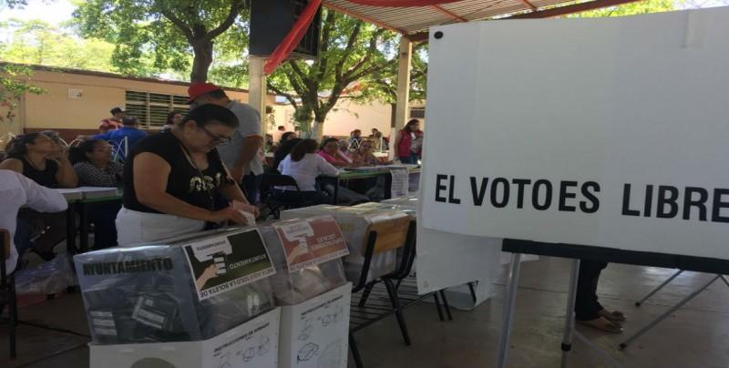 Ciudadanos acuden a votar con normalidad en casillas de la zona norte de Culiacán