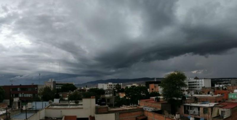"""Onda tropical 11 y """"Fabio"""" provocarán tormentas en el país"""