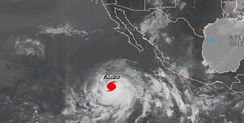 """Huracán """"Fabio"""" ya es categoría 2"""