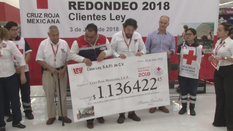 Entrega LEY donativo de redondeo a Cruz Roja