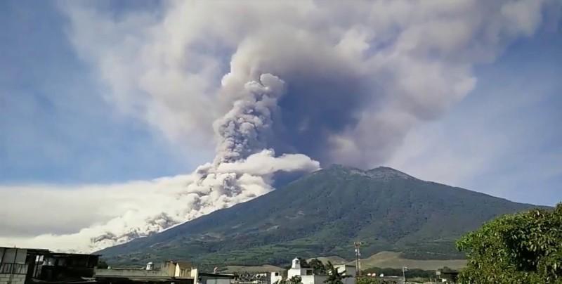 Denuncian que los muertos y desaparecidos por erupción en Guatemala son 2.900