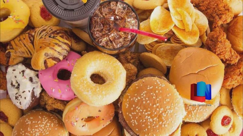 Recomiendan no consumir comida chatarra