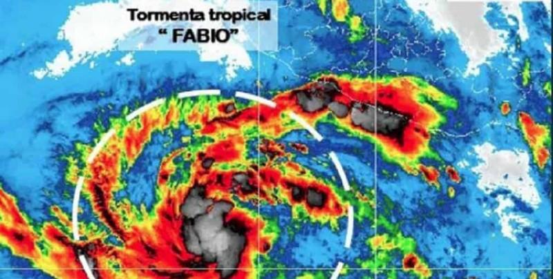 Fabio se debilita a tormenta tropical