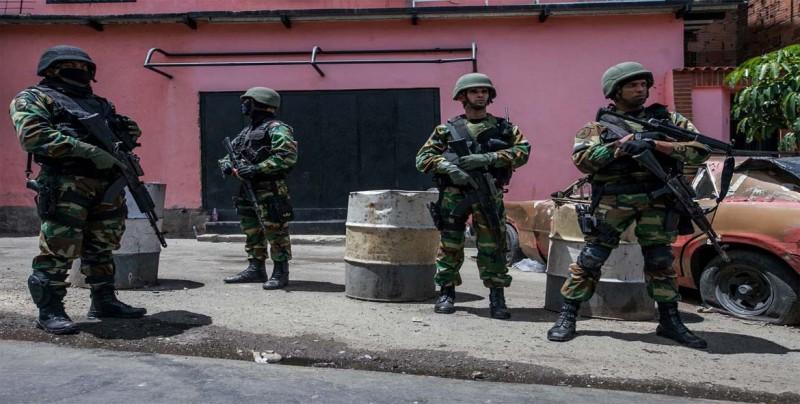 EE.UU. niega que planeara invadir Venezuela pero no descarta opción militar