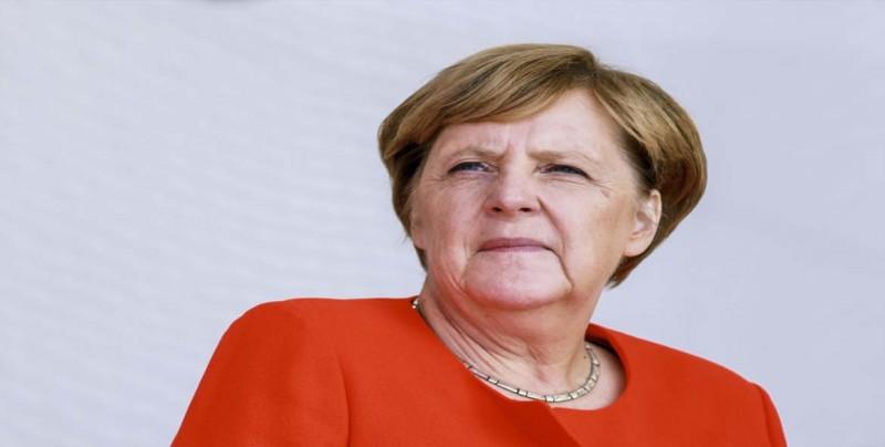 """Merkel pide """"humanidad"""" con la migración y cautela ante el """"brexit"""""""