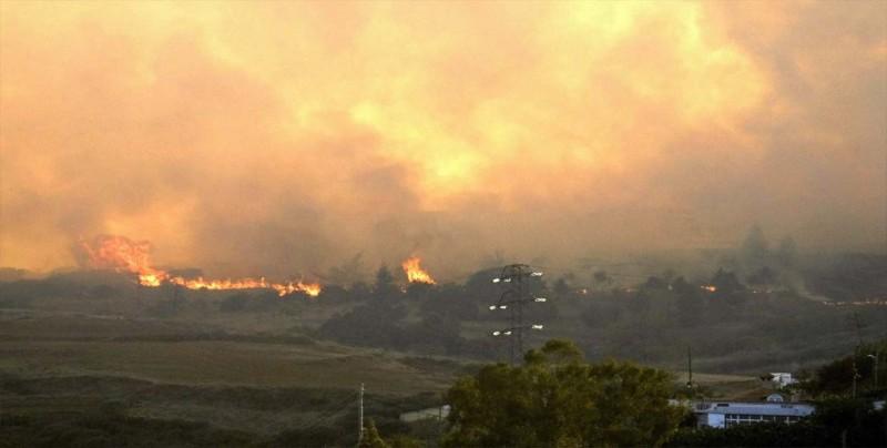 """""""Tsunami"""" de fuego arrasa cientos de viviendas en el sur de Colorado"""