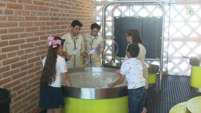 Niños del CAM 3 de Guasave visitan el Trapiche