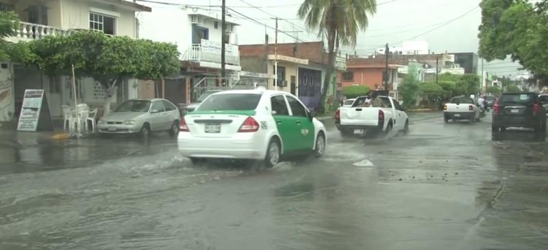 Exhortan a mantener precaución al conducir durante lluvias