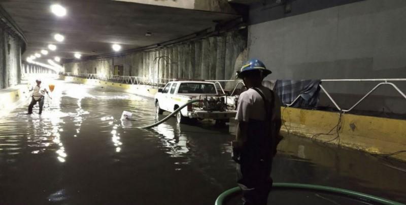 Fuerte lluvia causa encharcamientos en Guadalajara, Jalisco