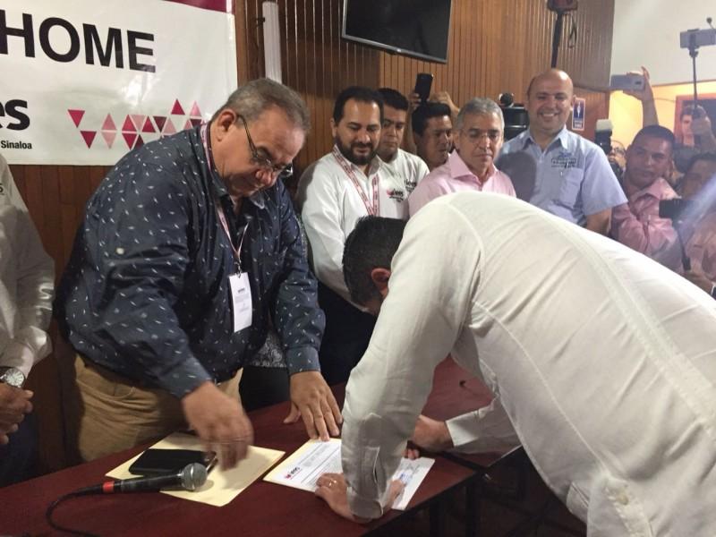 Recibe constancia Billy Chapman que lo acredita como alcalde electo de Ahome
