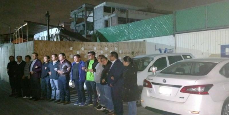 Padres de familia montan guardia para evitar demolición de Rébsamen
