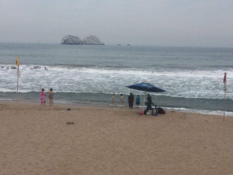 Vigilan salvavidas playas concurridas