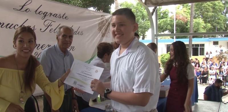 Más de 300 alumnos se gradúan de Secundaria General No.1