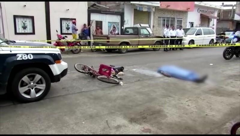 Muere ciclista... lo arrolló un camión urbano