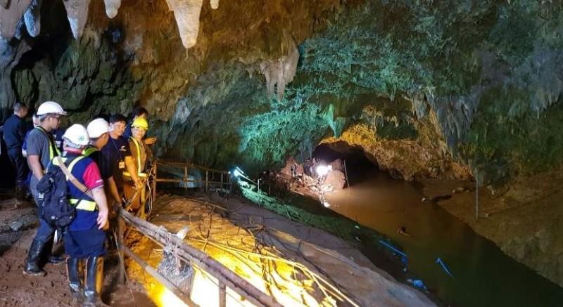 Rescatan cuatro niños de la cueva Tham Luang en Tailandia
