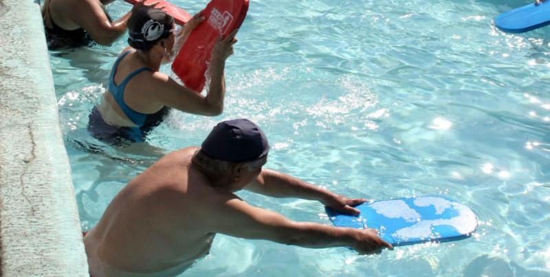 Albercas, baños públicos y de hoteles, lugares más frecuentes para atraer infecciones en vacaciones