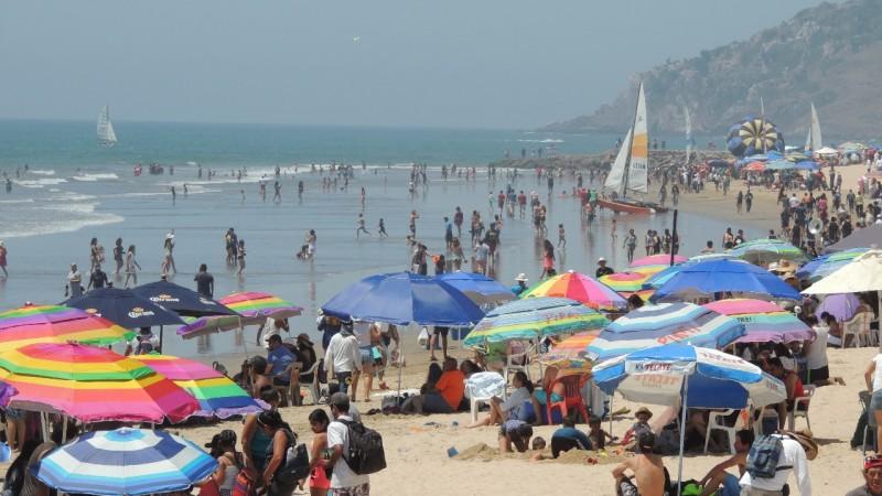 Piden salvavidas a bañistas no nadar bajo el influjo del alcohol