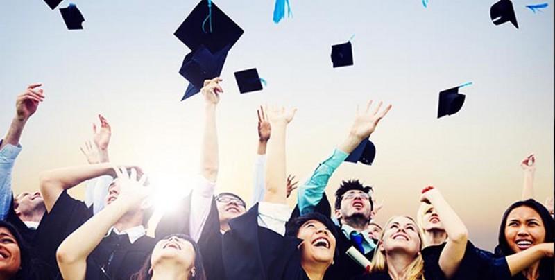 Alumnos de enfermería sí tendrán su graduación; Empresas se unen a la causa