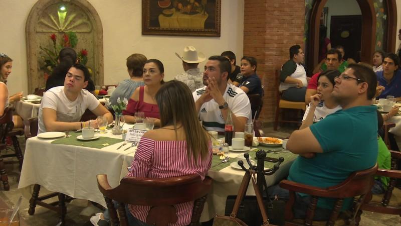 Incrementan ventas en sector restauranteros por graduaciones