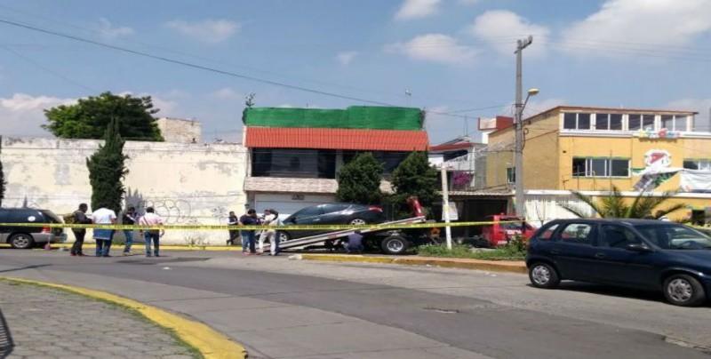 Encuentran seis cadáveres dentro de un auto en el Estado de México