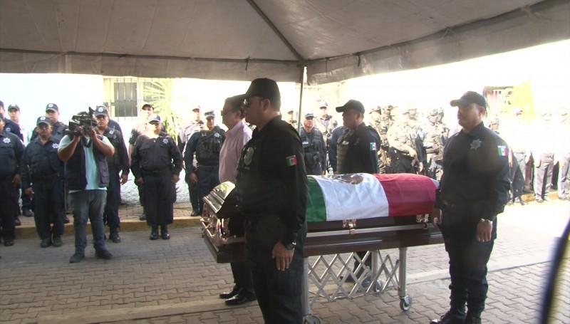 Rinden homenaje póstumo a policía asesinado