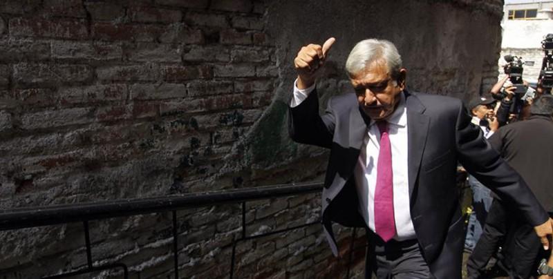 Obrador consultará con el Banco de México la subida del salario mínimo