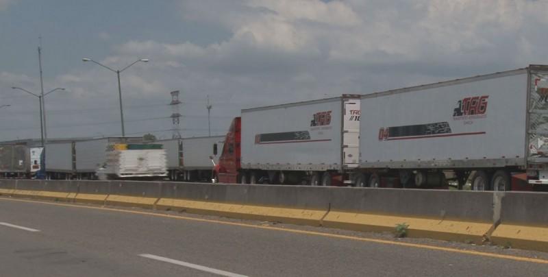 Se manifiestan transportistas contra la SCT