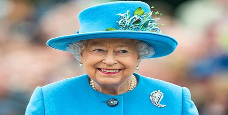Trump llega al castillo de Windsor para tomar el té con la reina Isabel II