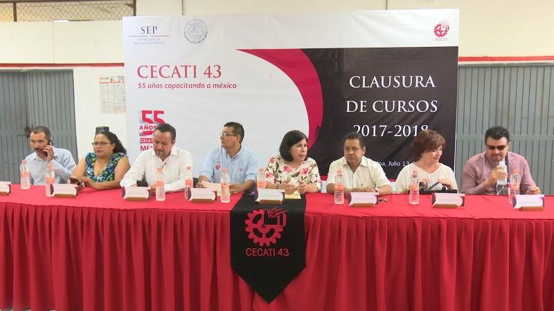 Egresan estudiantes del CECATI 43