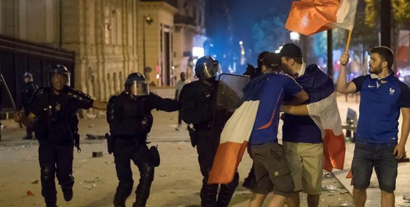 Un muerto, 300 detenidos y disturbios en Francia tras ganar el Mundial