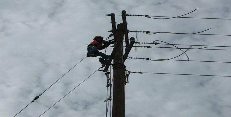 Continúa CFE trabajo de clabeado en sector nor-poniente de Culiacán