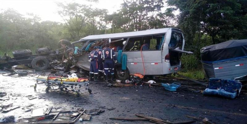 Al menos 8 muertos y 52 heridos en accidente en carretera de Brasil